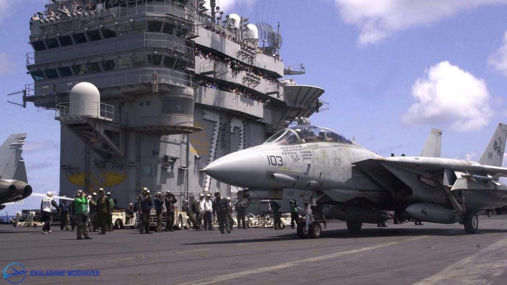 جنگنده اف14 بر روی ناو هواپیمابر