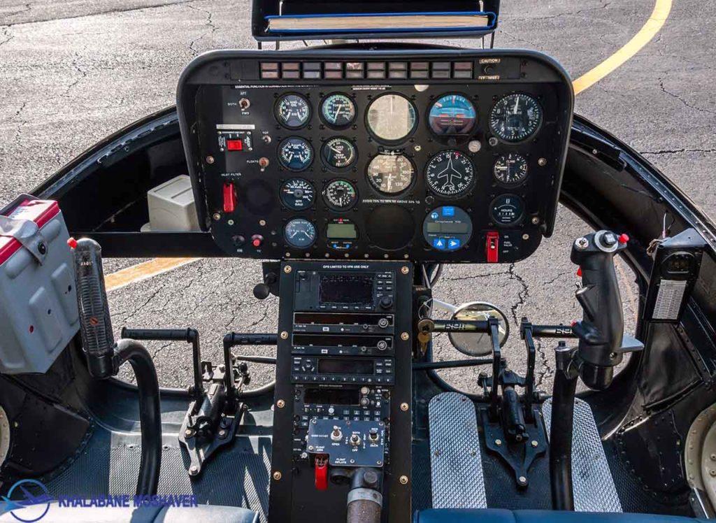 نمای داخلی از کاکپیت هلیکوپتر 206 jetranger cockpit