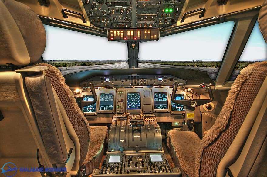 نمای زیبا از کاکپیت یک هواپیمای مسافربری
